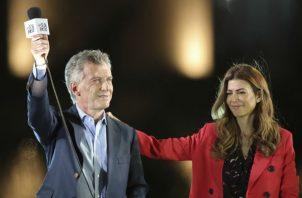 El opositor peronista Alberto Fernández con su candidata a vicepresidenta, Cristina Fernández de Kichner. Foto: AP.