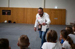 Carsten Stahl ha contado su historia de ser víctima de bullying a 50 mil estudiantes de todo Alemania. Foto/ Lena Mucha para The New York Times.