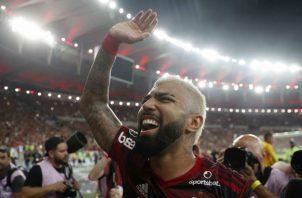 Gabriel Barbosa celebra la clasificación del equipo brasileño a la final de la Libertadores. Foto EFE