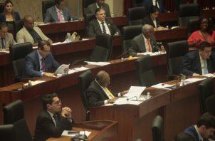 La bancada perredista solo ha enfrentado la oposición de los diputados independientes, en su objetivo de aprobar el acto constitucional. Foto de Víctor Arosemena