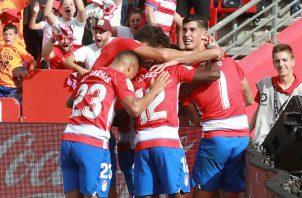 Granda celebra el gol que los deja líder del torneo  Foto EFE