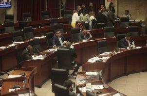 Un tema de trascendencia nacional, como las reformas constitucionales fueron aprobadas a golpe de curul. Foto de Víctor Arosemena