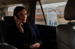 """Zarifa Ghafari dijo que su """"trabajo es hacer que la gente crea en los derechos de la mujer"""". Foto/ Jim Huylebroek para The New York Times."""