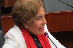 La diputada Mayín Correa dijo que la Asamblea Nacional debe recibir al pueblo que está descontento con las reformas constitucionales.