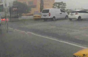 Lluvia azota la ciudad de Panamá. Foto/Cortesía