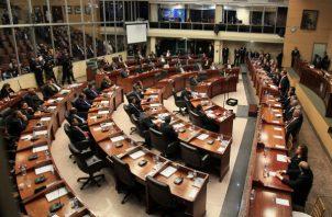Los diputados aprobaron en tercer debate la propuesta de reforma constitucional el pasado lunes, lo que generó protestas de varios sectores de la vida política. Foto: Panamá América.