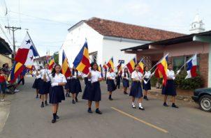 Delegaciones estudiantiles festejaron la histórica fecha. Foto: Thays Domínguez.