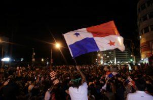 Por cuarto día consecutivo se registraron protestas en la Plaza 5 de Mayo. Foto: EFE