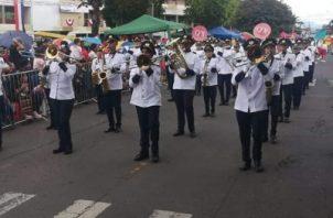 En Chiriquí las delegaciones gubernamentales, estudiantiles y bandas independientes se tomaron las calles para rendirle honor a la patria. Foto/Mayra Madrid