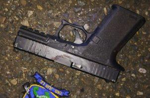La policía encontró armas y municiones en el área de Villa del Caribe.