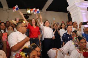 El presidente de la República, Laurentino Cortizo, y la Primera Dama, Yazmín de Cortizo, disfrutaron de las dianas que se celebraron en el Palacio de Las Garzas.