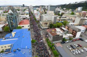 Desde hace varios días miles de chilenos salieron a las calles a protestar por la desigualdad que se registra en el país. EFE