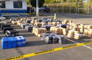 La droga fue trasladada hacia la base aeronaval de Mensabé, en Las Tablas, para su verificación y conteo, en coordinación con la Fiscalía de Drogas. Foto/Thays Domínguez