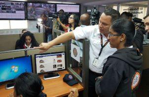 Los técnicos de la plataforma trabajan para restablecer el servicio. Foto: Panamá América.