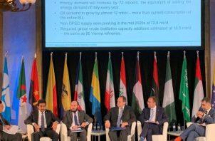 El petróleo irá cediendo terreno a otras fuentes de energía, según informe de la OPEP. EFE