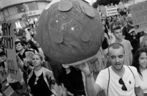 La solidaridad no es un valor atávico depreciable, es la clave para salvar la especie humana. Foto: EFE.