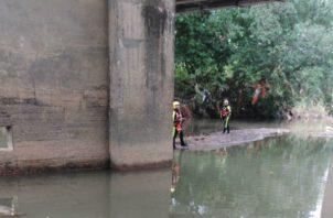 Búsqueda en el río Juan Díaz.