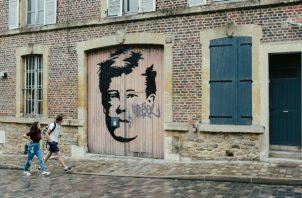 Los murales de Arthur Rimbaud son comunes en Charleville-Mézières, el lugar de su nacimiento. Escribió un poema satirizando a la burguesía del poblado, y su obra fue considerada tabú. Foto/ Dmitry Kostyukov para The New York Times.