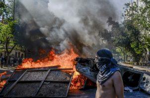 Protestas por aumento en tarifas del metro se volvieron mortalmente violentas en Santiago de Chile. Foto/ Tomas Munita para The New York Times.