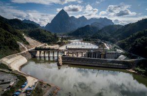 Científicos dudan que Laos pueda usar o vender toda la energía que generarán sus presas. Una en construcción. Foto/ Sergey Ponomarev para The New York Times.