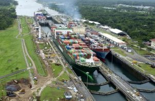 El Canal de Panamá adopta medidas de ahorro en el uso del agua, ante la situación difícil debido al cambio climático, según explican los expertos. Archivo