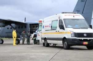 Servicio Nacional Aeronaval el traslado del menor para ser hospitalizado. Foto: Cortesía