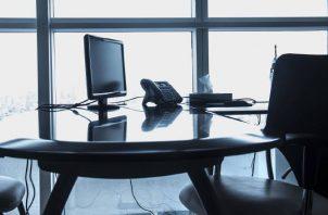 Una oficina con ventanas tiene sus ventajas. Pixabay