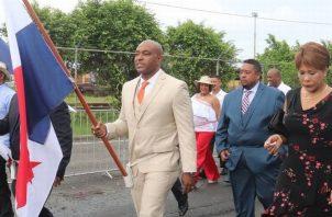 En medio de la controversia, el diputado fue el abanderado del desfile del 4 de Noviembre en la ciudad de Colón.  Foto de archivo