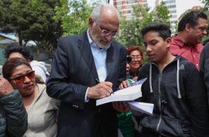 El expresidente boliviano Carlos Mesa, (2003-2005) acusó a Morales de haber roto la línea sucesoria, pues junto a él renunciaron quienes, según la Constitución, podrían sucederle. FOTO/EFE