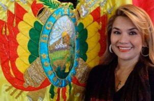 """Jeanine Áñez  de 52 años, ha sido senadora de oposición por la región amazónica de Beni desde 2010, denunciado la inexistencia de una """"democracia plena"""" en el país. FOTO/TWITTER"""
