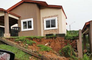En el Residencial Limón, en La Chorrera, se dio un deslizamiento de tierra. Cortesía