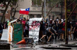 Protestas en las calles de Chile para pedir derechos básicos garantizados. Foto/EFE