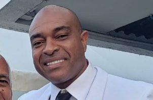 """El diputado Jairo """"Bolota"""" Salazar le faltó el respeto a unidades de la Policía Nacional en el cuartel Altos de Los Lagos, en Colón."""