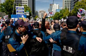 Una manifestación en Seúl el mes pasado contra hijos de la élite política que reciben trato académico preferente. Foto/ Jeon Heon-Kyun/EPA, vÍa ShutterstocK.