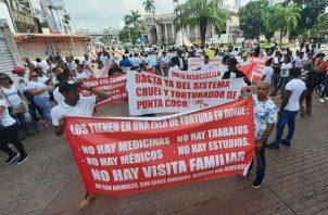 Familiares protestaron de manera pacífica. Foto/ Víctor Arosemena