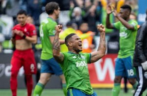 Román Torres celebra el título logrado con el Seattle Sounders. Foto EFE