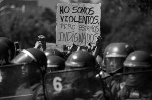 El aumento del preciodel pasaje del Metro de Santiago, fue lo que originó la protesta social en Chile. Foto: EFE.