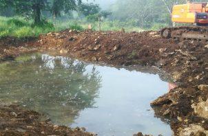 El MIDA cuenta con la maquinaria para ayudar a los productores en la perforación de pozos y la construcción de abrevaderos.