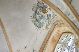 El techo de la Iglesia de Hipólito, del siglo 15, en Middelstum, ha sido dañado por temblores. Foto/ Julia Gunther para The New York Times.