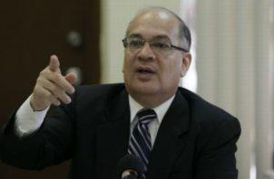 Rigoberto González duda de la legalidad de los Varelaleaks, pero hay quienes piden que se separae a Kenia Porcell.