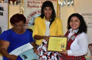 Juliette Aimee Sánchez Villavicencio (der), cursa estudios en el colegio Bilingue Eben-Ezer. Foto: Diómedes Sánchez S.