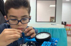 Los alumnos de Next Generation, ganadores en la contienda local de robótica en Panamá. Cortesía