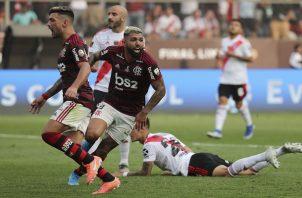Gabriel del Flamengo festeja el segundo gol del equipo brasileño. Foto:AP