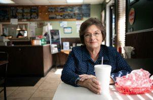 Deborah Stephens, de 64 años, perdió 30 kilos tras la muerte de su esposo. Foto/ Sean Rayford.