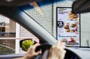 La inteligencia artificial puede ajustar las propuestas en el menú con base en factores como clima u hora del día. Foto/ Gabby Jones.