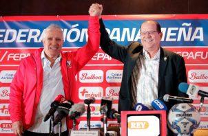 """Manuel Arias en la presentación de Américo """"Tolo"""" Gallego como técnico de la selección de Panamá. Foto Anayansi Gamez"""