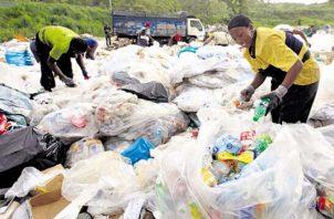 """Ambientalistas indican que  reciclar es """"la última opción de tratar los residuos para aprovecharlos"""". Foto: Archivo."""