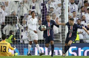 Mbappé dejó en silencio a los seguidores del Real Madrid al anotar el descuento. Foto EFE