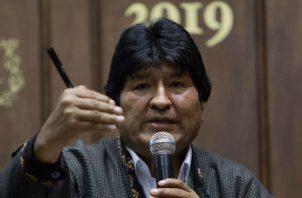 Evo Morales al anunciar que dejó de hospedarse en un campo militar en México. Foto: EFE.