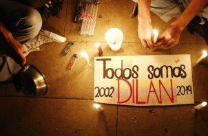 Dese que se supo de la muerte del joven Dilan de 18 años se han realizado varias vigilias. FOTO/EFE